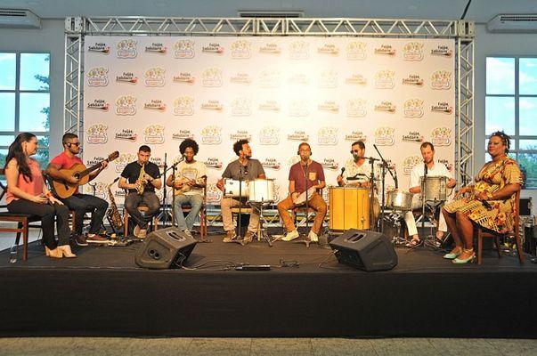O grupo 7 na roda comemora 10 anos de samba em ritmo de carnaval (Edy Amaro/Esp. CB/D.A Press)