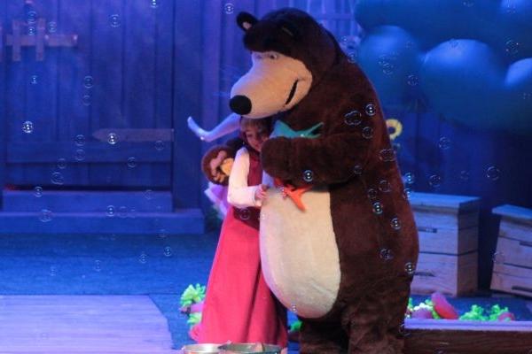 Masha e o Urso voltam à cidade para viver aventuras natalinas (Oh Artes/Divulgação)