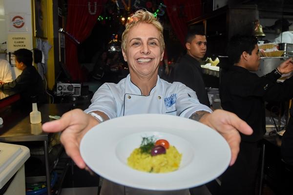 A chef apresentou o menu para convidados no Universal Diner  (Hélio Montferre/Divulgação)