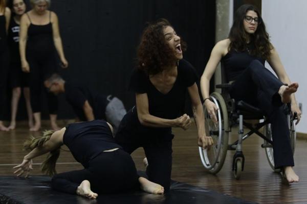 O projeto Pés participa da mostra que pensa a inclusão da pessoa com deficiência no teatro ( Luis Nova/Esp. CB/D.A Press)