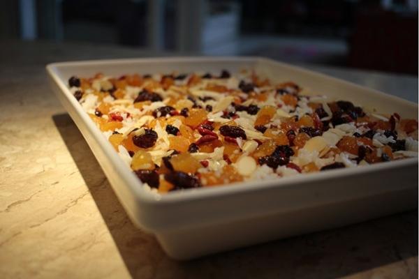 O arroz natalino com espumante leva amêndoas, uvas passas e damasco  (Ana Rayssa/Esp. CB/D.A Press)