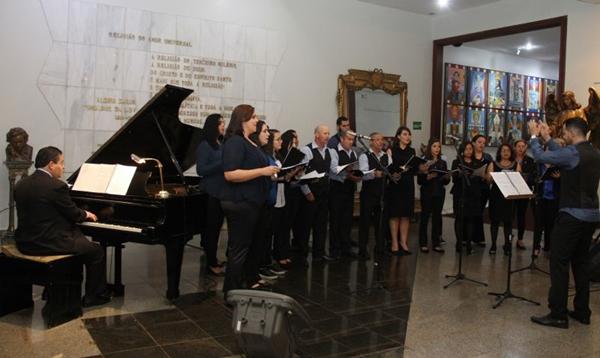 O coral ecumênico do Templo da Boa vontade anuncia a chegada do Natal (José Gonçalo/Divulgação)