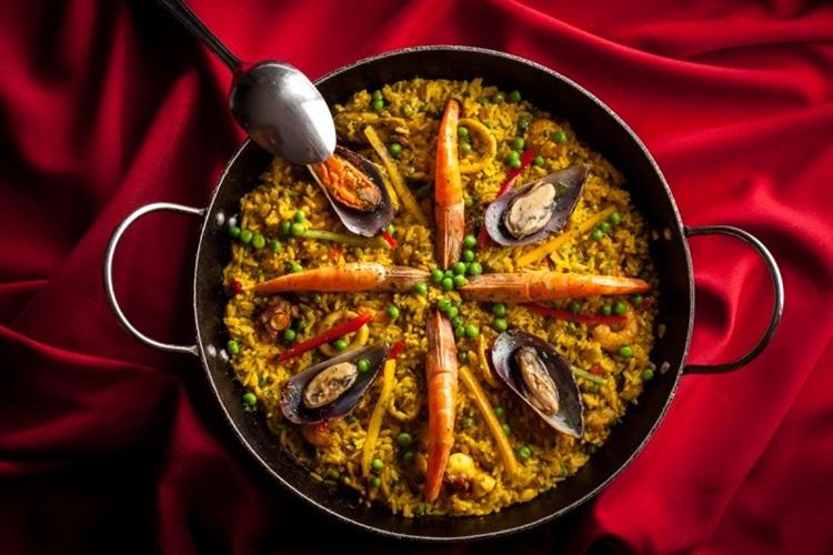 A paella de frutos do mar é um prato tradicional do Recanto do Camarão (Gui Teixeira/Divulgação)