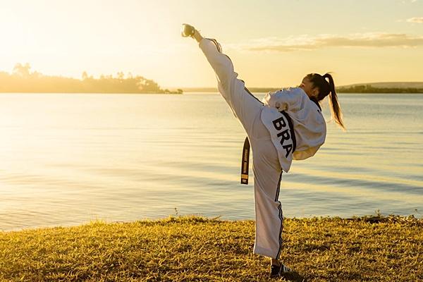 Mestre Julliany é uma das professoras do esporte na TKD Brasília (Léo Rossini/Divulgação )