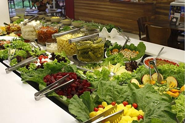 A variedade é uma característica marcante do bufê do restaurante Batata Doce (Ana Rayssa/Esp. CB/D.A Press)