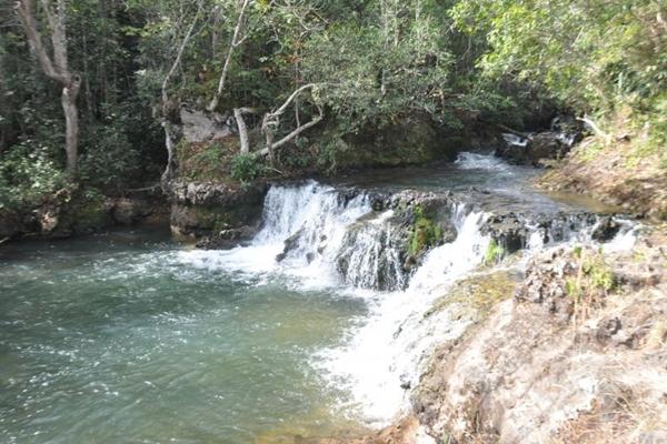 Cachoeira da Ponte de Pedra, em Paraúna (Goiás Turismo/Divulgação. )