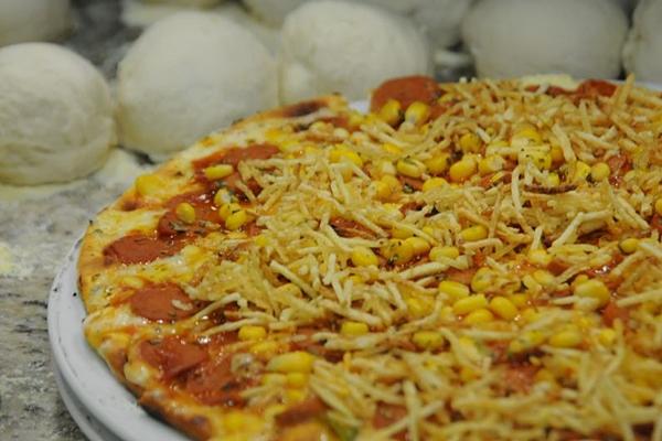 O cachorro quente ganha uma versão da redonda no Pizza à Bessa (Bárbara Cabral/Esp. CB/D.A Press)