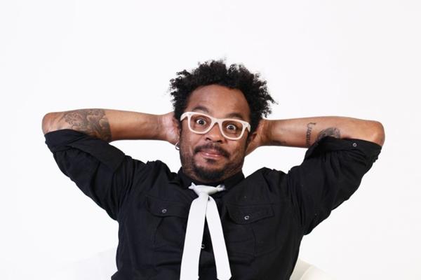 Marcelo Marrom é conhecido por fazer músicas em cima de piadas na televisão (Arquivo Pessoal/Divulgação)