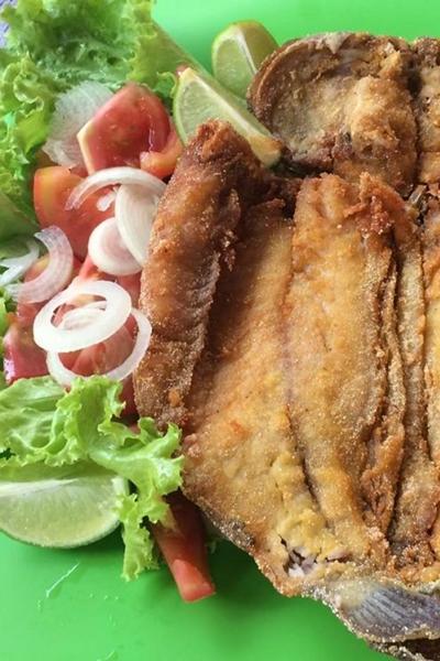 O peixe frito é um dos destaques no cardápio do Rancho Moreira Descanso e pescaria (Facebook/Reprodução)