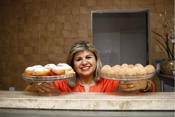 Miriam Pereira, proprietária do Pão Delícia, ensina receitas deliciosas ( Ana Rayssa/Esp. CB/D.A Press)