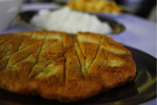 O bife à milanesa do Ki-filé é sequinho e bem empanado (Ana Rayssa/Esp. CB/D.A Press)