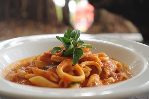 A lula é o principal ingrediente do penne di calamari arrabiata servido no Oscar (Bárbara Cabral/Esp. CB/D.A Press)