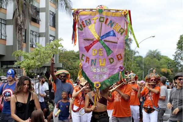 O bloco Ventoinha de Canudo comanda atividades voltadas para crianças (Ana Rayssa/Esp. CB/D.A Press)
