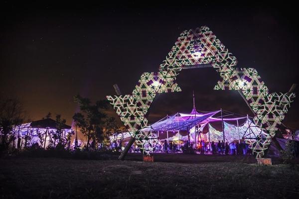 O Zuvuya Festival promove evento underground com bastante música eletrônica. (Erich Sander/Divulgação)