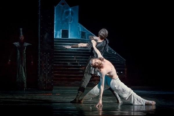 Konstantin Pozharnytskyy é um dos solistas em cartaz na cidade com o Kiev Ballet (Objetiva/Divulgação)