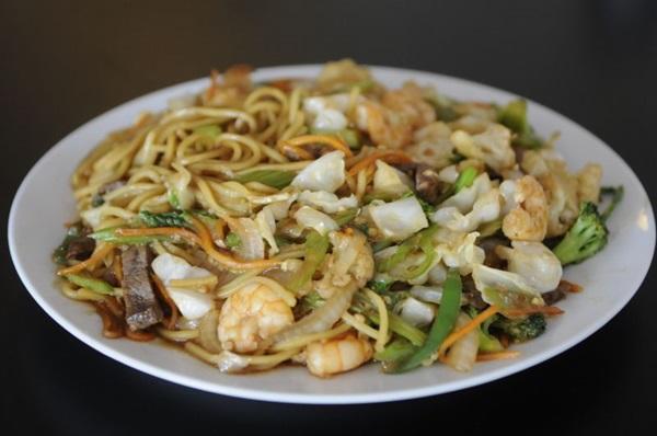 A gastronomia oriental trabalha com o macarrão em diversos preparos  (Bruno Peres/CB/D.A Press)