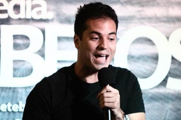 Daniel Villas-Boas volta aos palcos da cidade depois de se apresentar pelo país com o Risadaria  (Helano Stuckert/Divulgação)
