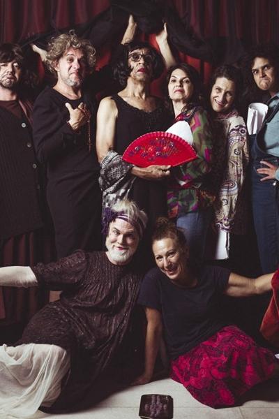 Elenco é o destaque de Atra Bilis, no teatro Sesc Garagem  (Diego Bresani/Divulgação)