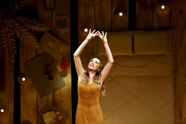 Depois de mais de 10 anos da estreia do primeiro espetáculo, Mônica Martelli traz aos palcos sequência de 'Os homens são de Marte... E é pra lá que eu vou' (Dalton Valerio/Deca Produções)