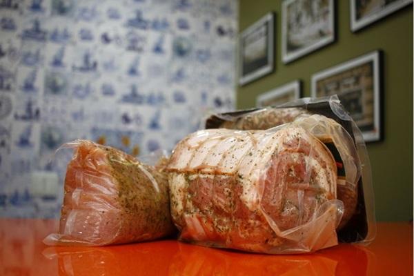 Nas mãos de Raymond, uma receita tradicional da Itália mostra-se holandesa (Ana Rayssa/Esp. CB/D.A Press)