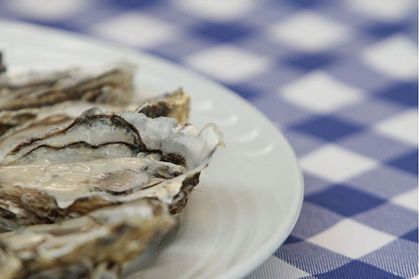 É necessário ter muito cuidado com as ostras, explica a gerente do restaurante Le Vin  ( Ana Rayssa/Esp. CB/D.A Press)