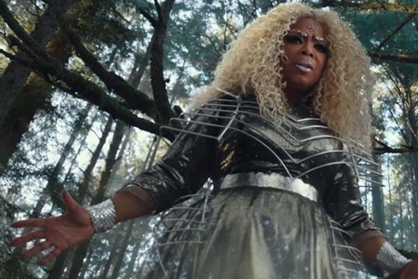 Oprah Winfrey vive entre a realidade e a fantasia em Uma dobra no tempo (Reprodução/Internet)