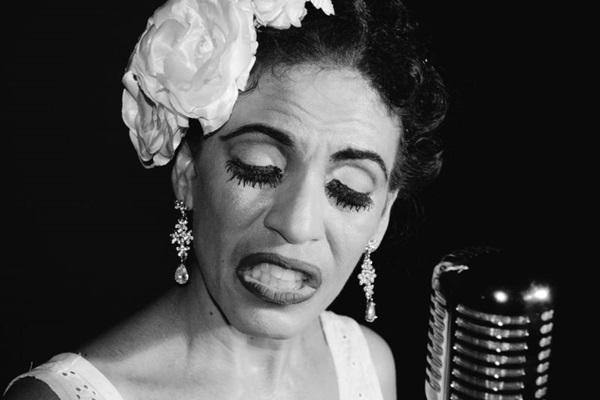 A história da cantora norte-americana Billie Holiday é o tema do espetáculo (Infinito Comunicação/Divulgação)