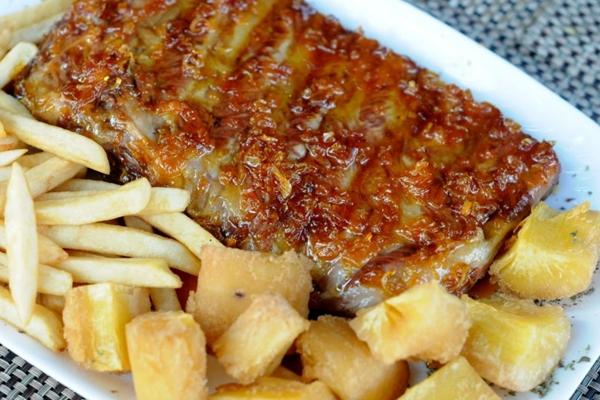 A costelhinha do Empório da Cachaça é cozida por 40 minutos (Antonio Cunha/CB/D.A Press)