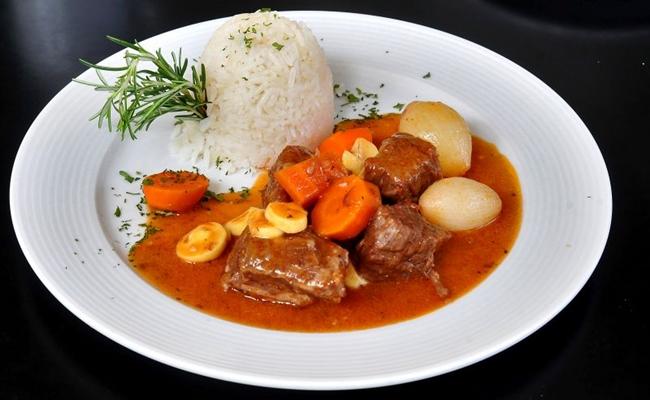 O boeuf bourguignon é um prato típico da gastronomia francesa (Marcelo Ferreira/CB/D.A Press)