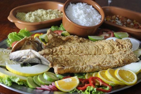 A traíra é servida inteira e totalmente desossada no restaurante Traíra sem espinha (Bruno Peres/CB/D.A Press)