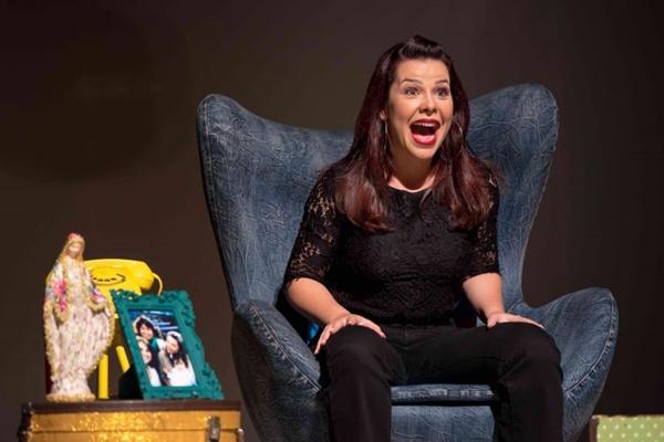 Fernanda Souza contracena sozinha em show no formato de stand up (Celso Fonseca/Divulgação)