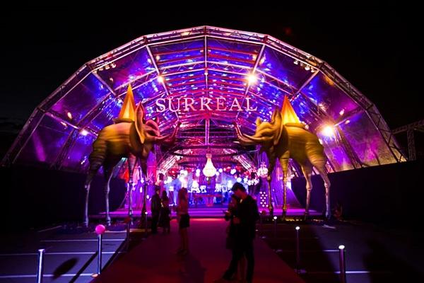 Surreal aposta no luxo e nas atrações surpresas que se apresentaram na festa  (R2 Produções/Divulgação )