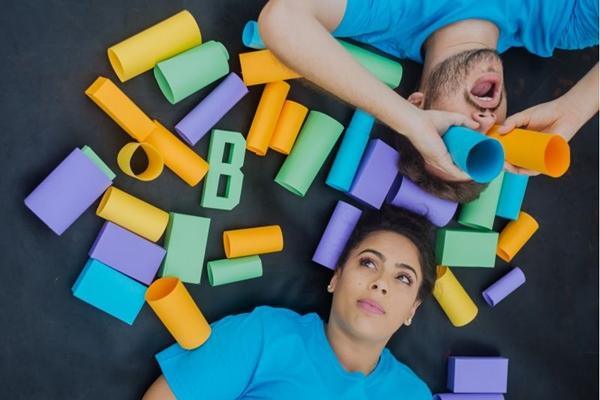 Ana Flávia Garcia e Gabriel Guirá brincam com a história de Brasília  (Nathalia Britto/Divulgacao)