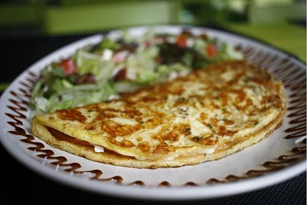 A omelete pode ser pedida com a salada extra no Maori  (Ana Rayssa/Esp. CB/D.A Press)