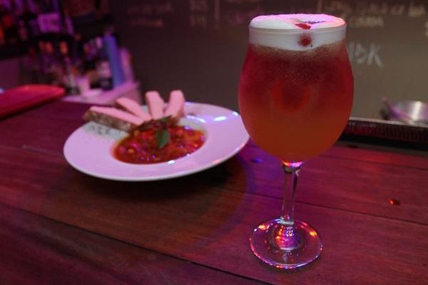 Drinques refrescantes e com a cara de Nova Orleans são a aposta no Nola Gastrobar (Arthur Menescal/Esp. CB/D.A Press)
