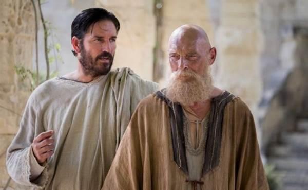 O filme Paulo, apóstolo de Cristo apresenta o discípulo preso promovendo pregações  (Sony Pictures/Divulgação)