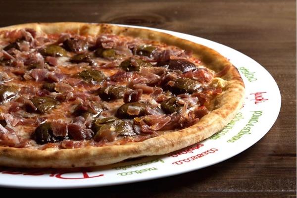 As pizzas da Fratello Uno contam com combinações criativas de ingredientes (Fratello Uno/ Divulgação)