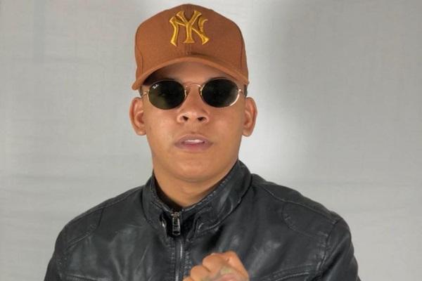 Cantor paraibano Aldair Playboy é a principal atração na Bamboa Brasil (Reprodução Facebook)