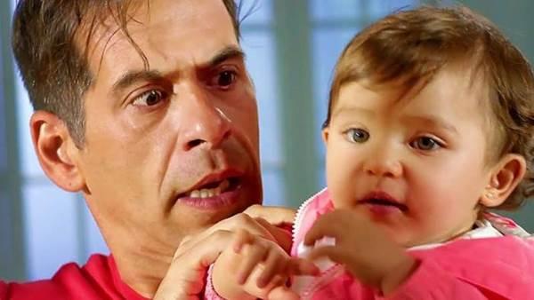 Personagem de Leandro Hassum se desdobra para atender as demandas da filha (Reprodução/ Internet)