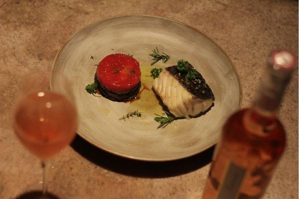 O bacalhau confitado é leve e está no menu de Dia dos Namorados (Barbara Cabral/Esp. CB/D.A Press)