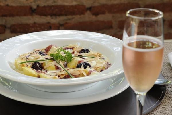 O ravioli rosso e bianco é a supersugestão de Flávio Leste para o Dia dos Namorados (Jhonatan Vieira/Esp. CB/D.A Press)