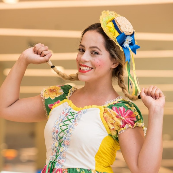 Em 'O casamento caipira', a charmosa Chiquinha se apaixona pelo galanteador Zeca (Créditos: Telmo Ximenes/Divulgação)