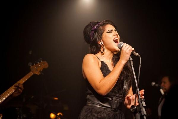 Clariana Fróes coloca a batida da reggae music nas faixas de Amy Winehouse (Bruno Ricci/Divulgação)