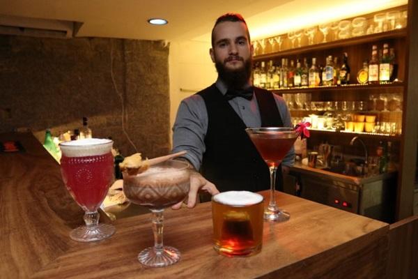 No Trinus Bar a proposta é levar o cliente para uma pequena viagem gastronômica pelas bebidas do mundo (Arthur Menescal/Esp. CB/D.A Press)