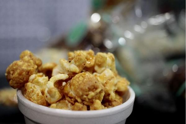 Um dos sabores de pipoca da Chez Pop é paçoca (Ana Rayssa/Esp. CB/D.A Press)