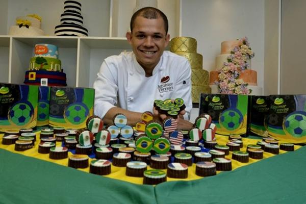 Alexandre Ferreira uniu duas paixões na linha especial para a Copa do Mundo: chocolate e futebol (Marcelo Ferreira/CB/D.A Press)