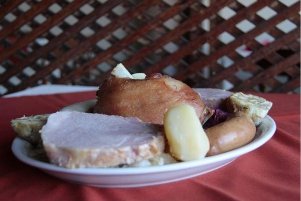 No Fritz, os ingredientes típicos da Alemanha se apresentam no Bauernschsmaus (Ana Rayssa/Esp. CB/D.A Press)
