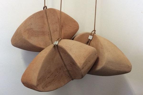 Esculturas de Túlio Paracampos estão entre as mais de 50 peças de 'Migrações' (Tulio Paracampos/Divulgação)