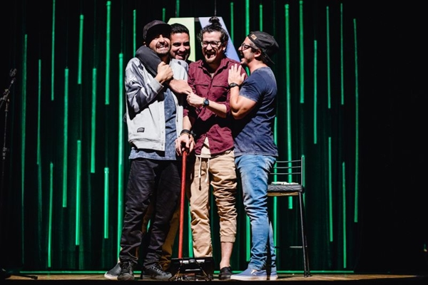 Quatro atores reúnem diferentes estilos de stand-up para levar humor aos palcos (Juliane Nunes/Divulgacao)