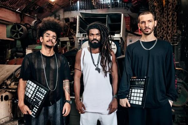 Opções para o agito é o que não falta. Grupo carioca Heavy Baile é uma das atrações (Vincent Rosenblatt/Divulgação)